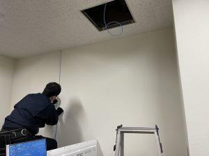 ケーブル天井通し作業